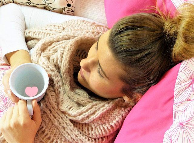 Sprawdzone sposoby na leczenie przeziębienia w domu
